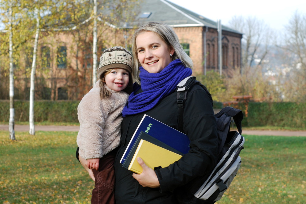 Mother-in-College-with-Child